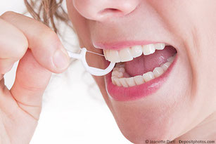 Einfacher als Zahnseide zu benutzen: Zahnseidehalter!