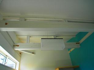 梁をホワイトで塗装しました