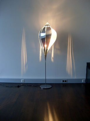 Stehlampe - Metallschnecke mit Standfuß