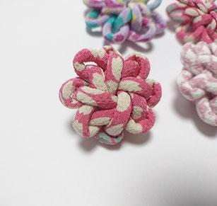 ちりめん和風ブローチぴんく花結び飾り結びメドゥプ