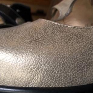 型押し加工がされているので初めから柔らかな風合いの革
