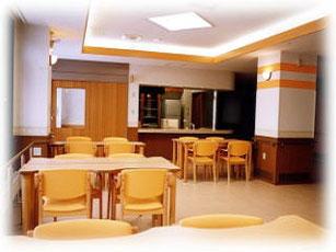 食堂兼ホール:食事はもちろん日中は談笑したりと自由に過ごされています。