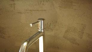Mineralische fugenlose Wandbeschichtung Bad