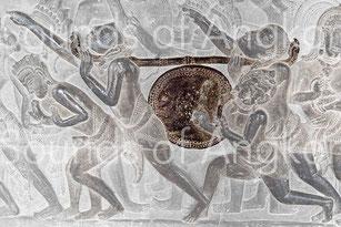La sculpture montre deux rangées de clous de fixation de la peau sur le fût. Angkor Vat, Bataille de Kurukshetra. XIIe s.