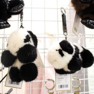 ミンクのパンダは立ちバージョンと座りバージョンの2種類。