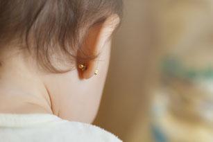 Pendientes-hipoalergénicos-bebé-Farmacia-San-Mateo-Alicante