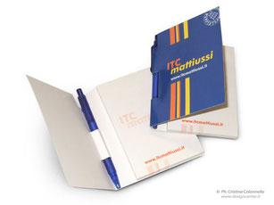 blocchetto post-it con copertina personalizzata e penna incorporata