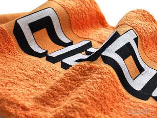 Particolare personalizzazione logo Claber  tessuto jacquard