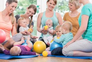 Mama & Babykurse: Babys in Bewegung / Baby Steps