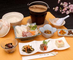 きりたんぽ鍋定食 1200円(税別)