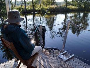 Angler an Bord Hausboot Floss Boot Urlaub Fluss Peene Kummerower See