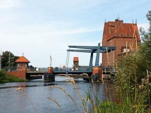 Brücke Demmin Hausboot Floss Boot Urlaub Fluss Peene Kummerower See