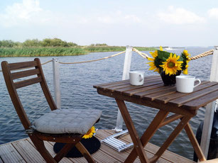 Blick auf See Hausboot Floss Boot Urlaub Fluss Peene Kummerower See