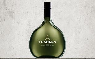 Wein im Bocksbeutel. Typisch für Franken