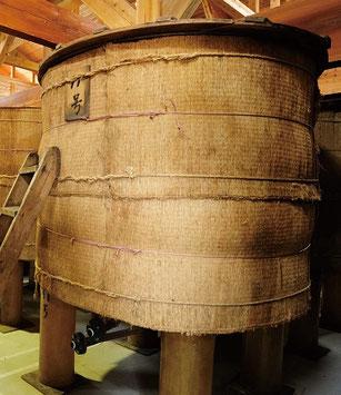静置発酵中の樽