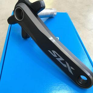 シングル対応クランク。30〜34Tのギア板(別売)が対応します。