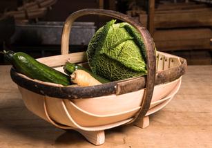 """Englischer Gartenkorb - Royal Sussex Trug """"Oblon"""" - ein hübscher tiefer Korb für Einkauf und Garten bei www.the-golden-rabbit.de"""