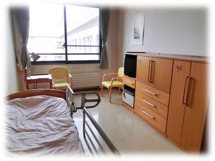 居室:個室と多床室(二人部屋、四人部屋)があります。