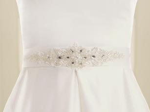 Brautgürtel als Accessoires an einem Brautkleid
