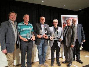 Organisator Faltl, Direktor Kneifl und Karl Haas gratulieren den Tarocksiegern 2016