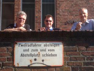 Herr Schütt (EDV-Mann der Stunde), Herrn Ruscheck (Mitte), Herr Gülck (stellvertretender Schulleiter bis 2016 und nun Schulleiter in Oldenburg (OH)