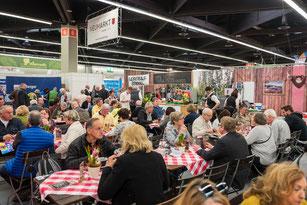 Der Neumarkter Biergarten bei der Messe im Jahr 2019, Foto: David Häuser/Stadt Neumarkt