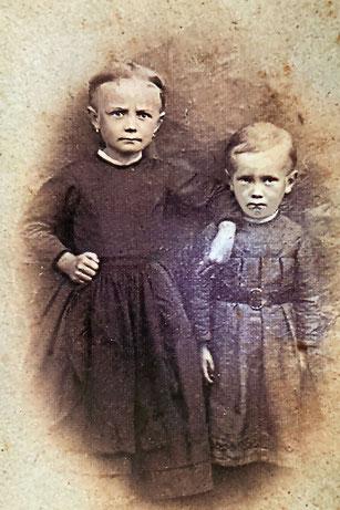 Reinhold Burger 3 Jahre alt mit seiner großen Schwester Alma ca 1869