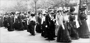 Demonstration für das Frauen-Wahlrecht 1918. Quelle: DW Berlin