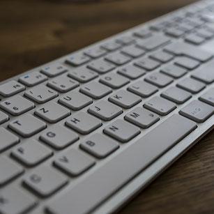 Tastatur Holztisch Kontakt
