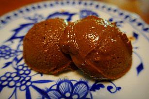 Basisches Schokoseis aus Bananen-Avocado-Pudding gezaubert