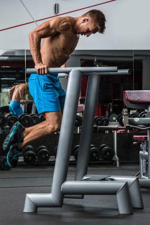 Brustmuskeln trainieren mit Dips