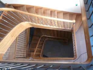 Artisan fabricant d'escaliers, volets, fenêtres, cuisines.