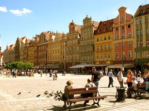 der rechte Teil des grossen Rathaus-Platzes
