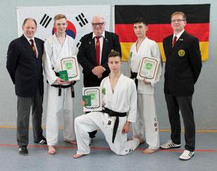Thomas Schaepers, Florian Reisch, Rolf Harder, Shahruh Nuriddinov und Henning Schröder (v.l.n.r.)  und vorne Emil Scholz