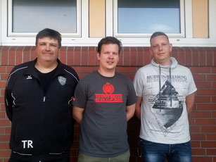 v.l.n.r.: Theodor Jansen (Jugendobmann) mit den neuen Trainern Manfred Janssen und  Stefan Kuhr