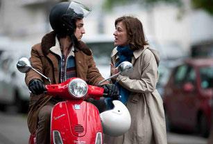Valeria Bruni Tedeschi et Louis Garrel: j'ai 20 ans de plus que toi, je ne monte pas sur ton scooter sans casque (©Guy Ferrandis/SBS Productions/Ad Vitam Distribution)