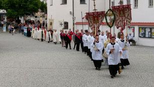 Teilnahme des Ordens am Einzug der Wallfahrer in die St. Anna-Basilika am 22.  April 2019