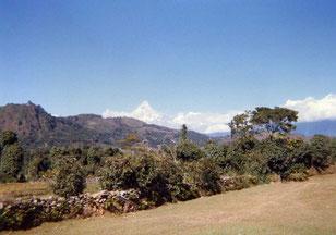 近づくヒマラヤの峰