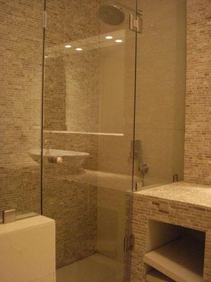 καμπίνα μπάνιου με πόρτα, ανοιγόμενη πόρτα ντουζιέρα μπάνιου, καμπίνα τζάμι μπάνιο Ιορδανίδης αργυρούπολη, τζάμι κρύσταλλο μπάνιο ντους