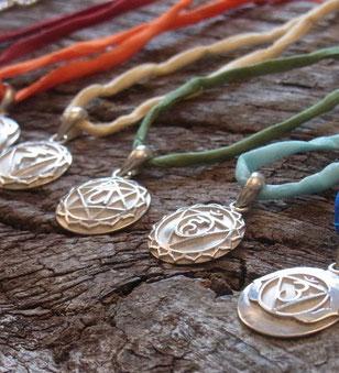 Yoga Schmuck mit Chakra Anhängern aus Silber