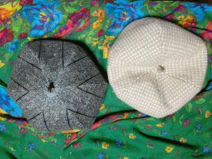 第二回目ベレー帽作り。左が今回作ったもの。元々私が持ってた右のベレーの形と同じ形になるよう、型紙からおこしてくださいました