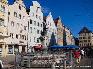 La ville d'Augsbourg en Bavière ravira les amoureux d´architecture qui admiront ces batiments renaissances.