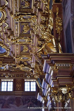Portail et plafond de la salle dorée de l´hôtel de ville d´Augsbourg