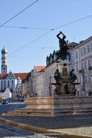 La fontaine d'Hercule dans la Maximilanstrasse, avenue de style Renaissance d´Augsbourg