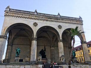 La loggia florentine de la place de l'Odéon