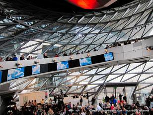 L'intérieur du BMW Welt est très design. Il acceuille régulièrement des concerts et différentes manifestations.