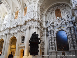 Intérieur richement décoré de la Theatinerkirche