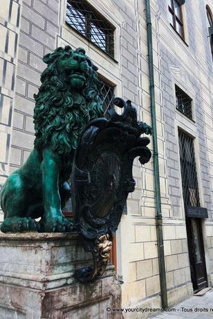 Lion à l'entrée de la Résidence
