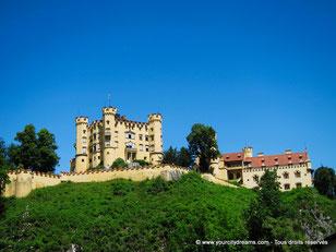 Voyage - Le château de Hohenschwangau, situé en face de Neuschwanstein, fut construit par le père de Louis II de Bavière.