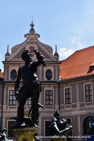 Fontaines et statues de la Résidence de Munich